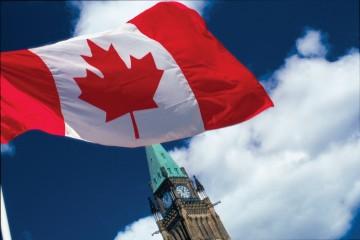 OttawaTourism_ott-peacetower-flag_lrg