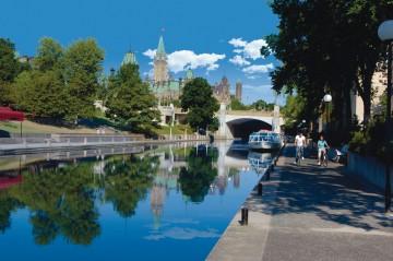OttawaTourism_ott-rideaucanal-downtown_lrg